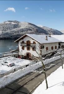 hostal etxeberri con nieve